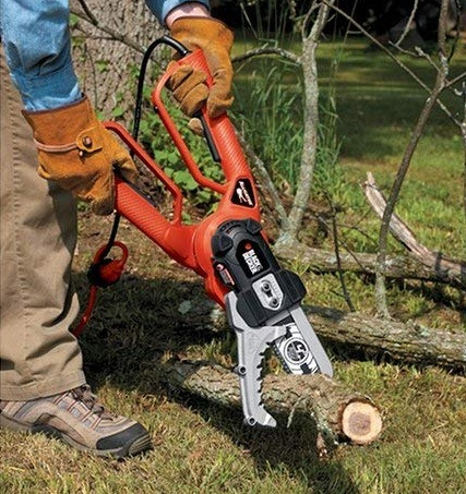 Using Alligator Lopper for tree cutting