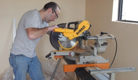how to use chop saw to cut wood